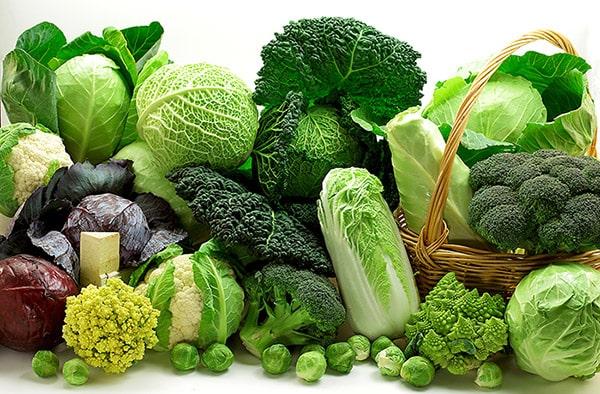 Các loại rau có màu xanh đậm rất tốt cho người khô da