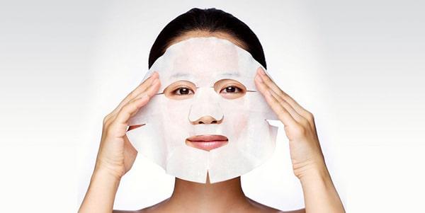 Đắp mặt nạ để dưỡng da mùa đông