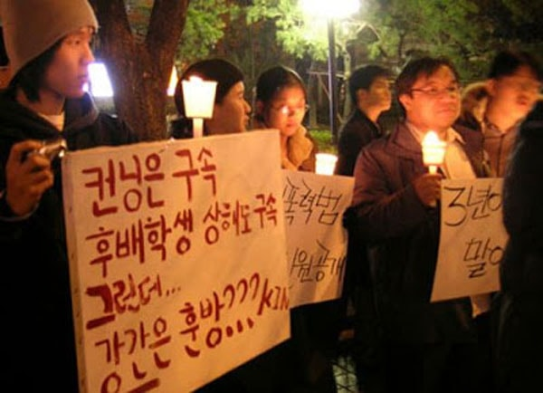 Dư luận Hàn Quốc biểu tình để bày tỏ sự phẫn nộ của mình trước vụ án.