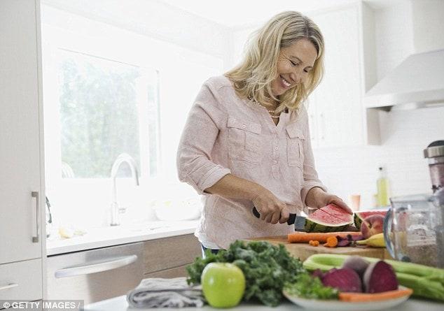 Cách chăm sóc sức khỏe phụ nữ tuổi trung niên giúp luôn khỏe mạnh 4