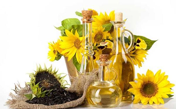 Cách trị nẻ môi, khô da mặt cho trẻ nhỏ bằng mật ong, dầu dừa và dầu hướng dương