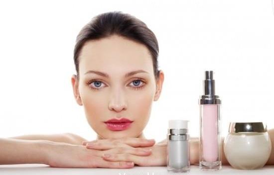 Phụ nữ tuổi 25 nên dùng mỹ phẩm nào tốt cho da khô? 1