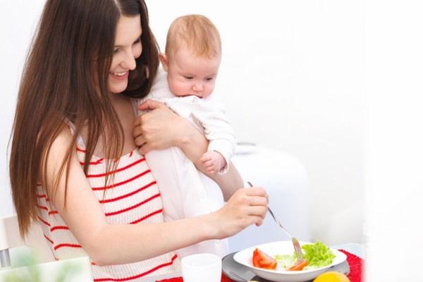 Xây dựng chế độ dinh dưỡng hợp lý cho phụ nữ sau sinh