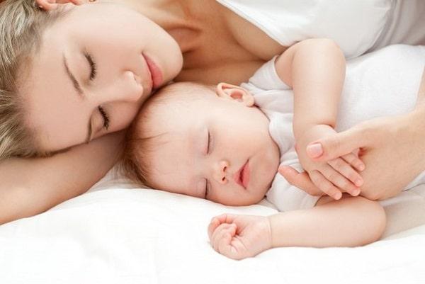Phụ nữ sau sinh cần ngủ đủ giấc
