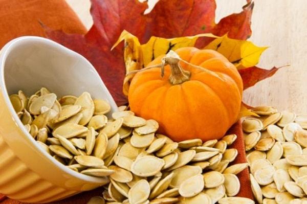 Hạt bí ngô là thực phẩm tốt cho sức khỏe sinh sản nam giới