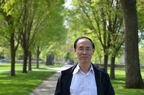 Thầy Đỗ Bá Khôi- Hiệu phó trường THPT chuyên Hà Nội Amsterdam