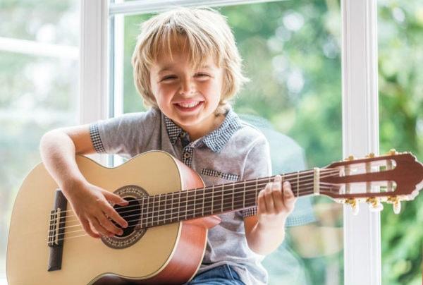 Khoa học đã chứng minh, học cách chơi nhạc cụ rất tốt cho sự phát triển của não bộ