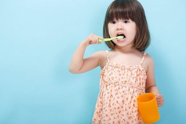 Trẻ có thể tự đánh răng