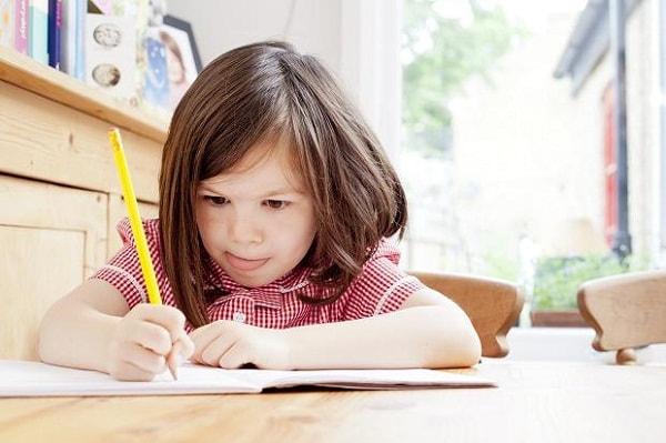 Hãy giúp bé ý thức được việc học tập của mình là cần thiết