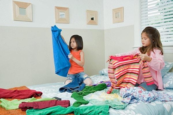 Trẻ có thể tự gấp quần áo
