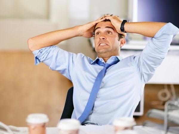 Tránh làm việc quá sức gây căng thẳng làm cơ thể mệt mỏi dễ mắc bệnh trĩ