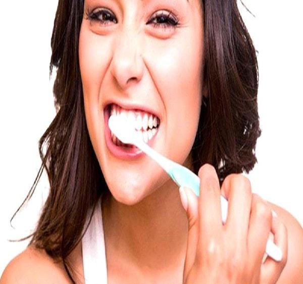 Đừng quên vệ sinh răng miệng nhé các bà bầu