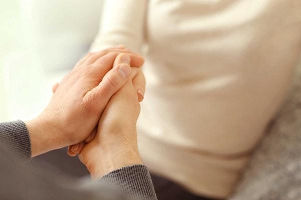 Sự yêu thương của gia đình sẽ giúp người bị HIV quên đi mặc cảm