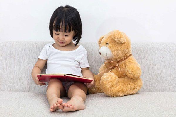 Cho trẻ tập đọc ở bất kì đâu