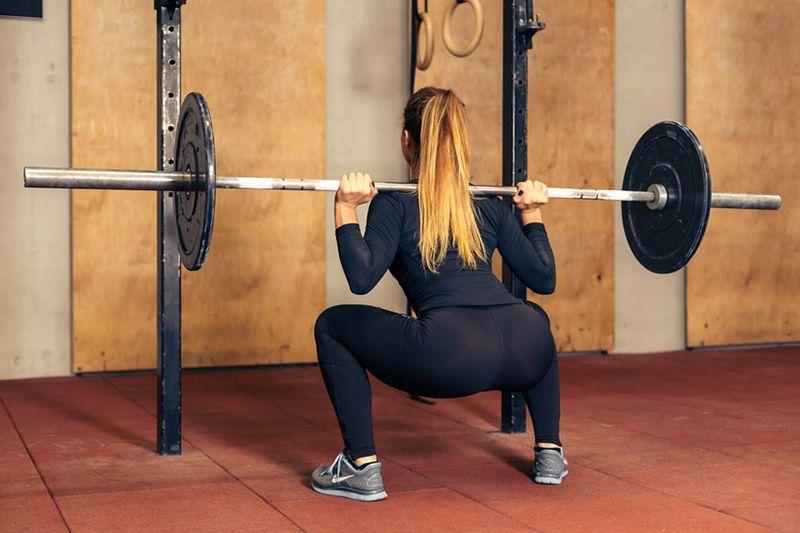 Bài tập squat với thanh tạ đòn