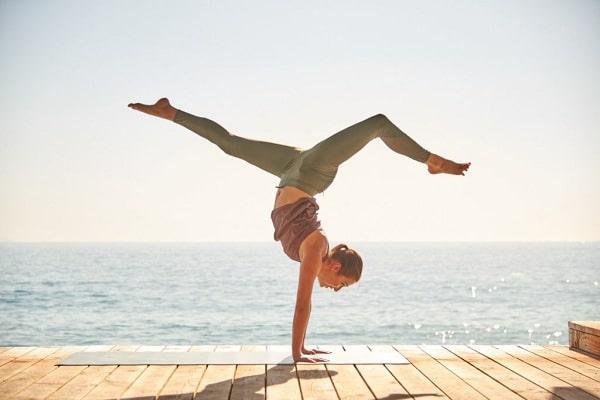 Yoga có tác dụng rất tốt đối với những người hay đau đầu chóng mặt