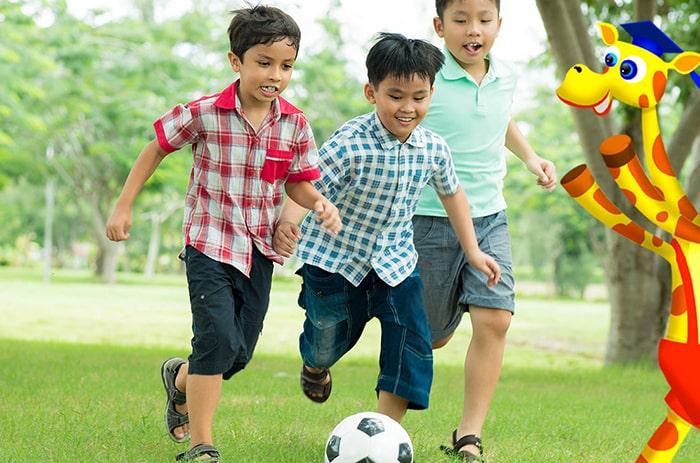 Trẻ 5 tuổi học chơi thể thao tốt cho thể chất của bé