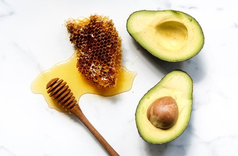 Cách làm trắng da bằng bơ và mật ong