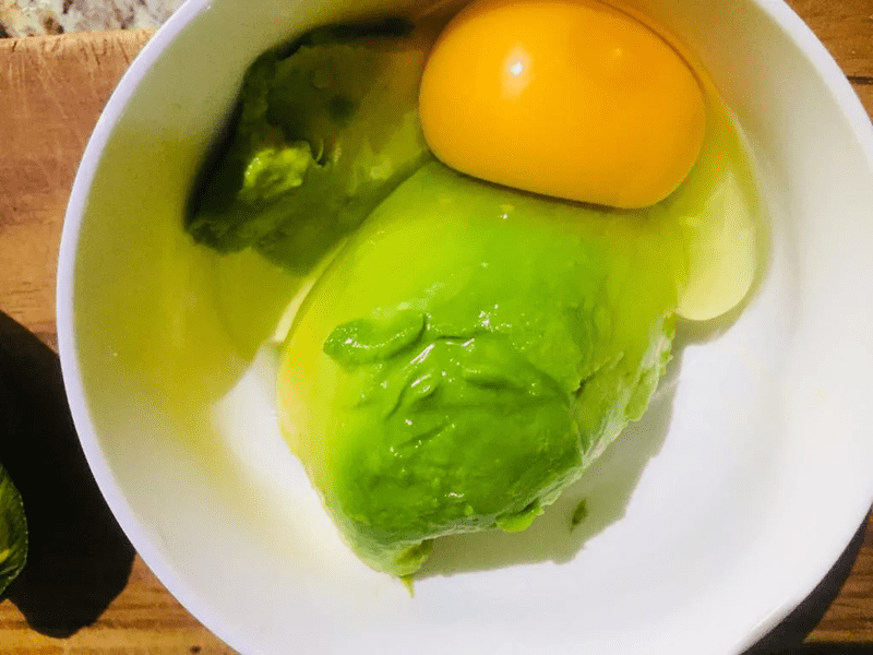 Cách làm trắng da bằng bơ và trứng gà