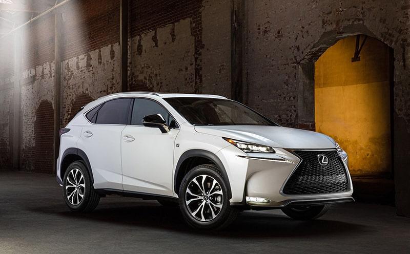 Phụ nữ nên mua xe ô tô Lexus
