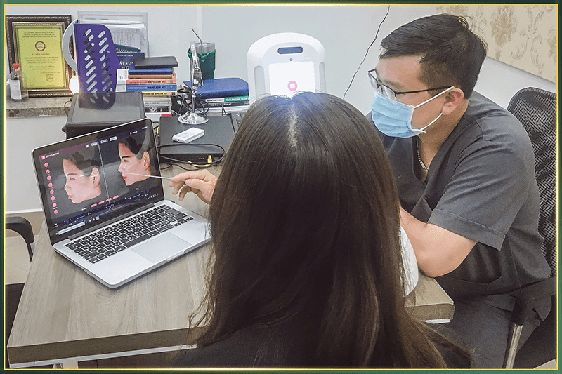 Khách hàng được bác sĩ chuyên khoa trực tiếp thăm khám và tư vấn Miễn Phí tại TMQT 108
